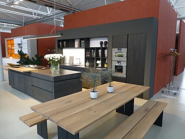 leicht musterk che beton und warm gewalzter stahl ausstellungsk che in dresden von milano. Black Bedroom Furniture Sets. Home Design Ideas