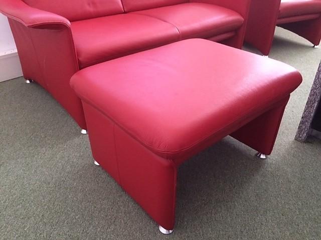 sofas und couches farah klassische zierliche sofagruppe laauser m bel von einrichtungsstudio. Black Bedroom Furniture Sets. Home Design Ideas