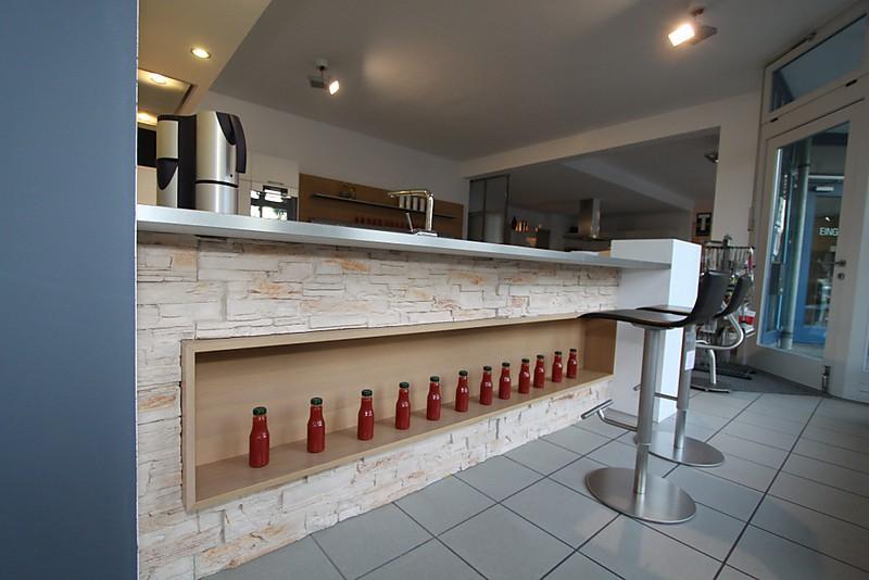 Kunststoffront ausstellungsküche in ottobrunn von die moderne küche
