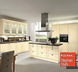 rempp musterk che k che in modernem landhausstil mit insel ausstellungsk che in altenriet von. Black Bedroom Furniture Sets. Home Design Ideas