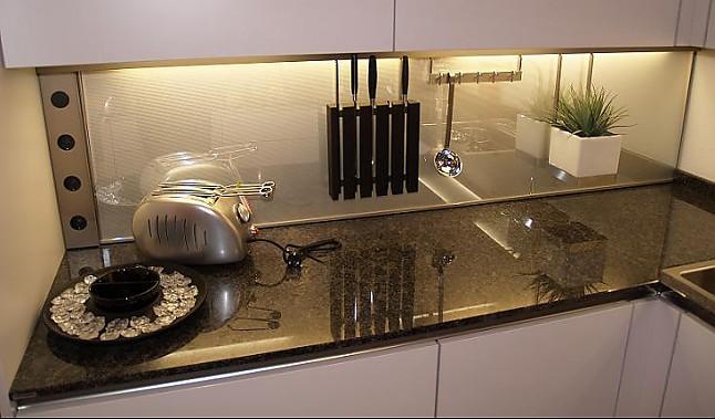 warendorf musterk che warendorf weiss kunststoff mit granit ausstellungsk che in wien von miele. Black Bedroom Furniture Sets. Home Design Ideas