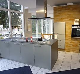 systhema musterk che sch ller c2 halbrunde k cheninsel. Black Bedroom Furniture Sets. Home Design Ideas