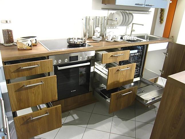 Häcker Musterküche moderne L Küche mit Mittelblock