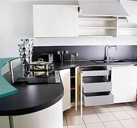 nobilia musterk che vetra glas wei ausstellungsk che in regensburg von pusch schreib gmbh. Black Bedroom Furniture Sets. Home Design Ideas