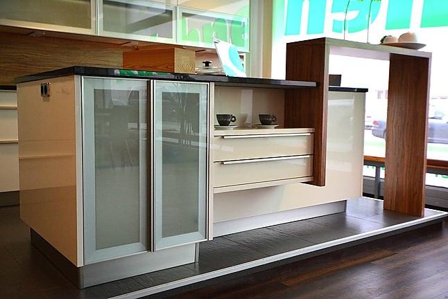 haka musterk che moderne eckk che mit kochinsel ausstellungsk che in st p lten von. Black Bedroom Furniture Sets. Home Design Ideas