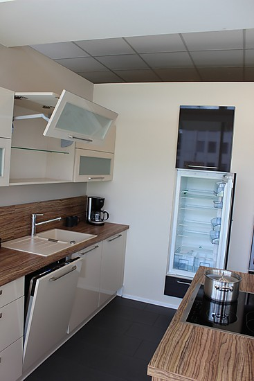 nobilia musterk che reddy a cappucino ausstellungsk che. Black Bedroom Furniture Sets. Home Design Ideas