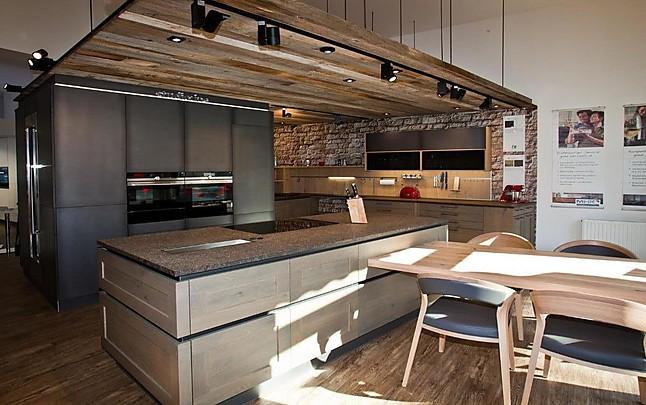 fm k chen musterk che landhausk che eiche kombiniert mit colorfronten und granitarbeitsplatte. Black Bedroom Furniture Sets. Home Design Ideas